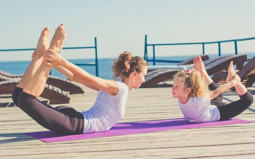 Melhores-Exercícios-para-Pessoas-Preguiçosas-Prancha-com-pontapé