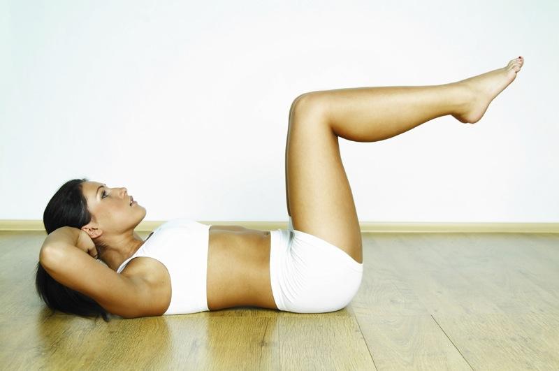 praticar-musculação-em-casa-abdominal